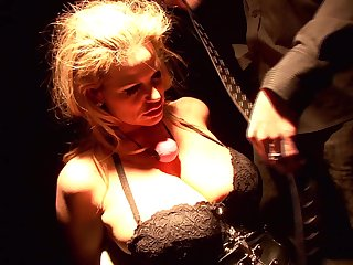 Insatiable Kelly Madison is in need of a kinky sexual experience