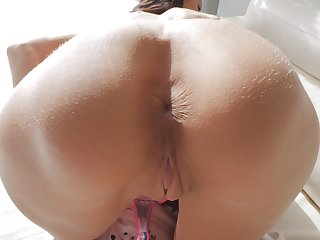 Good looking girl Kylie like to rub her delicious shaved pussy