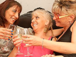 Three Mature Lesbians Having Sex - MatureNL