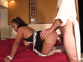 Filipina maid Dana is serving her new client at the highest level