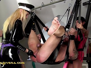 Penetrated by Queen Jennifer Carter and Carmen Rivera: No Pain No Gain - KINK